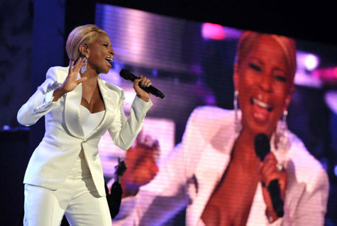 Mary J. Blige Performs 'Mr. Wrong' at the AMAs