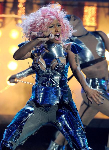 Nicki Minaj & David Guetta Open the 2011 AMAs